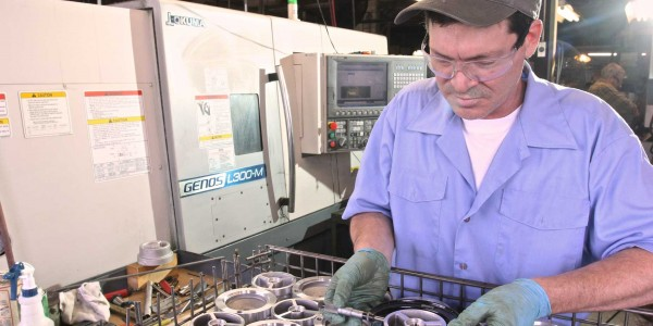 Machine shop quality control - measuring of casting